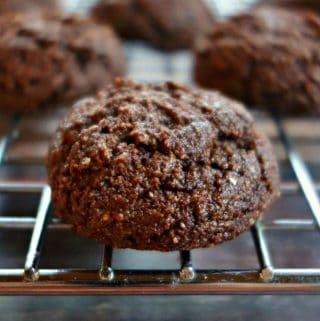 4-Ingredient Chocolate Almond Flour Cookies {Grainfree, Vegan, Paleo, Oil-Free}